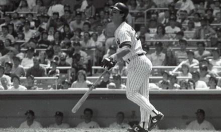 New York Yankeesfirst basemanDon Mattingly, who hit .324 with 35 home runs and 145 RBI, easily wins theAmerican League Most Valuable Player AwardoverKansas City Royalsthird basemanGeorge Brett(.335, 30, 103).