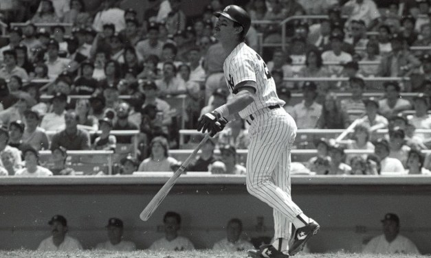 New York Yankees first baseman Don Mattingly, who hit .324 with 35 home runs and 145 RBI, easily wins the American League Most Valuable Player Award over Kansas City Royals third baseman George Brett (.335, 30, 103).