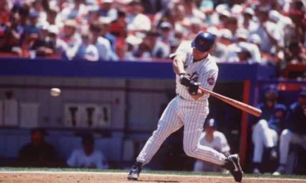 Todd Hundley joins Mickey Mantle as the only other switch hitter to hit 40 homers in a season. His 40th home run also breaks Darryl Strawberry's Met club record for most homers in a single season.
