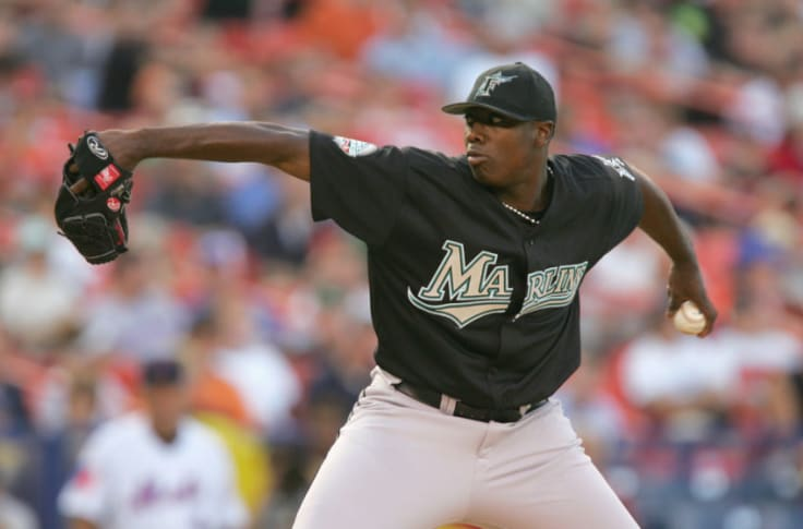 Dontrelle Willis (14-6, 3.30), the only player in either league to be listed on every ballot, wins the National League Rookie of the Year award