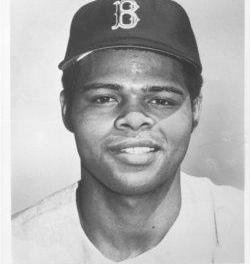 Red Soxleadoff and #2 batters,Rick MillerandReggie Smith, belt homers offMilwaukee'sBill Parsons. In1971, Smith also followed a leadoff homer with one of his own.Bill Leemakes the lead stand up in beating the Brewers, 3 – 2.