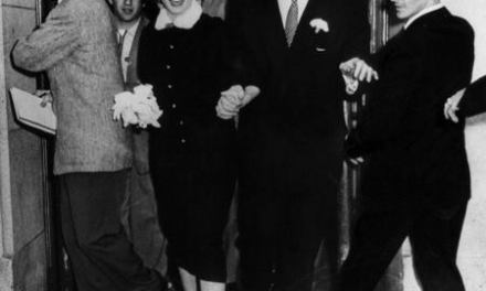 Joe DiMaggio marries Marilyn Monroe