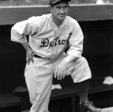 Goose Goslin drives in Mickey Cochrane to win 1935 World Series