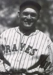 New York Giants trade Rogers Hornsby to the Boston Braves for catcher Shanty Hogan and outfielder Jimmy Welsh