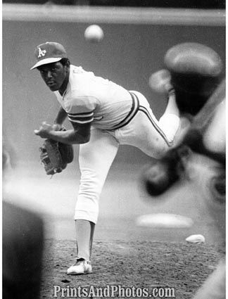 Vida Blue of the Oakland Athletics wins the American League Cy Young Award by a 98-85 margin over Mickey Lolich
