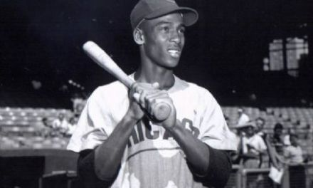 Hall of Famer Ernie Banks is born in Dallas, Texas