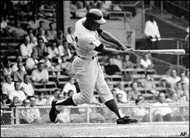 Hank Aaron becomes 3rd player to reach 500 Doubles and Homeruns