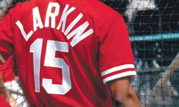 After 19 years at shortstop for the Cincinnati Reds, Barry Larkin announces his retirement
