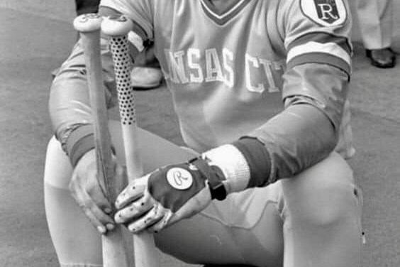 George Brett begins a 30-game hitting streak which boosts his average to .404