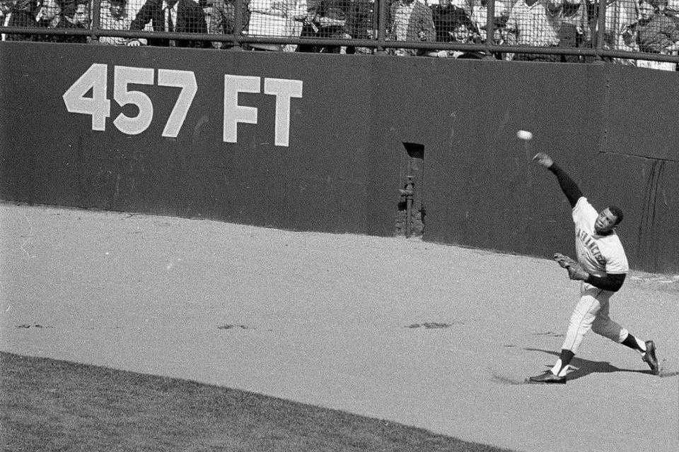 Willie Mays Bare handed grab