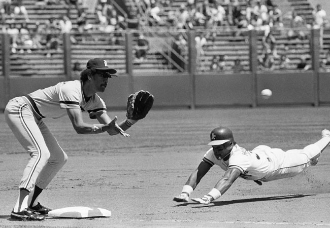 Rickey Henderson Steals 117th but gets foiled trying for the record