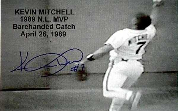Kevin Mitchell makes a barehanded grab of ozzie smiths fly ball