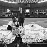Willie Mays gets a 569 Pound birthday cake