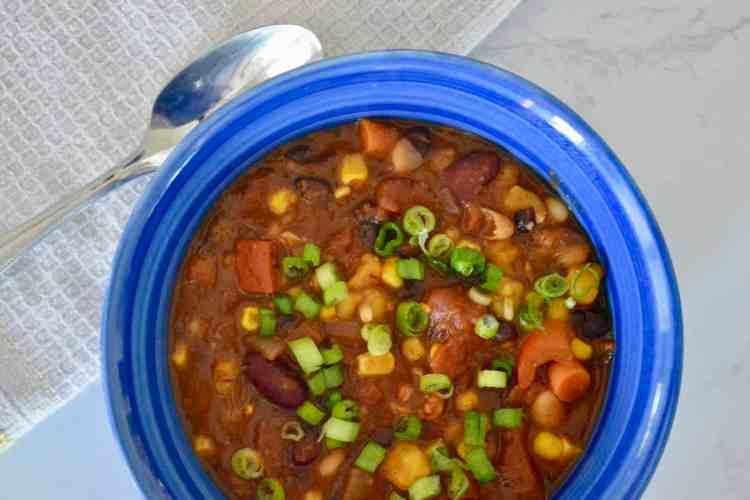 Easy Vegetarian Chili (Vegan Friendly)