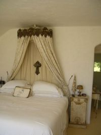 Bed Crowns and Canopies Fit for a Princess | this french ...