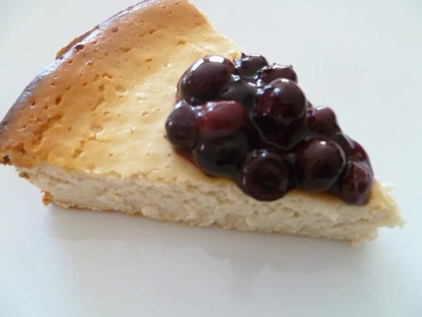 Healthy Blueberry Cheesecake -- creamy and delicious cheesecake that is truly fat free | thishappymommy.com