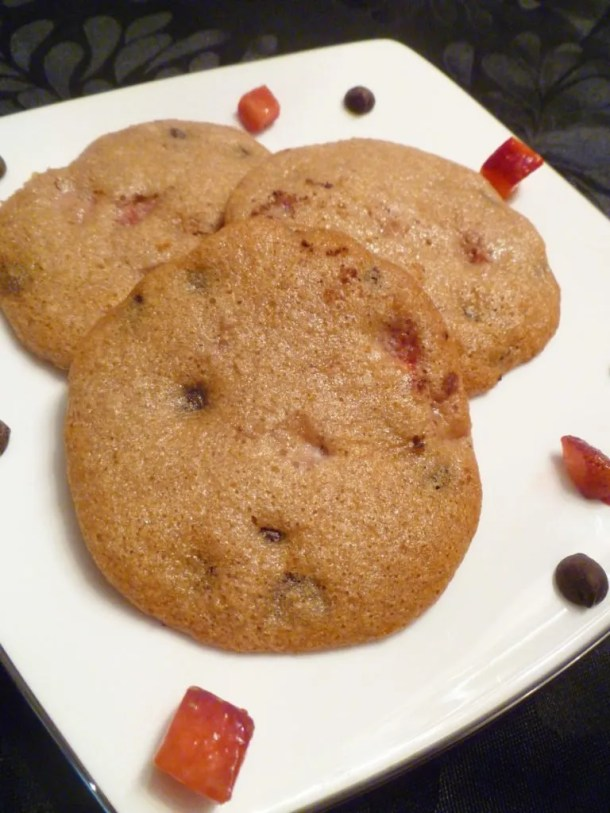 Strawberry Chocolate Chip Cookies - Vanilla flavoured cookie dough, loaded with strawberries and chocolate chips create a perfectly luscious cookie. |thishappymommy.com