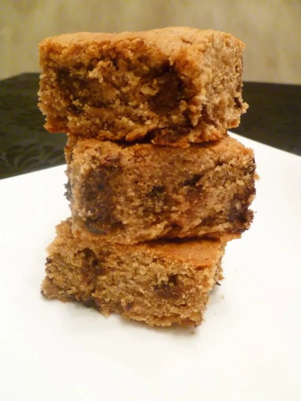 Peanut Butter Cookie Bars are crispy on the outside and soft-baked on the inside. | thishappymommy.com