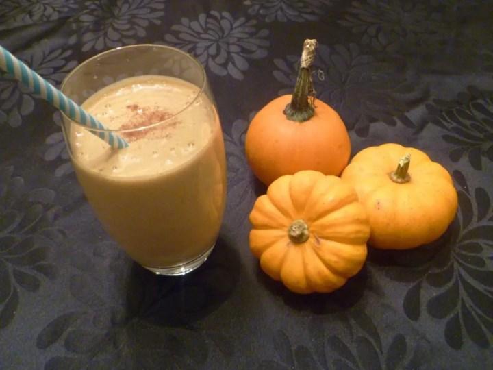 Pumpkin Pie Smoothie -- A yummy drinkable pumpkin pie treat.   thishappymommy.com