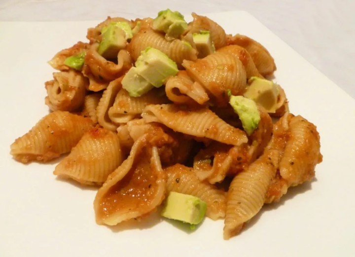 Creamy Avocado Tomato Sauce -- Lightly spicy, Tex-Mex flavoured tomato sauce topped with diced avocado. | thishappymommy.com