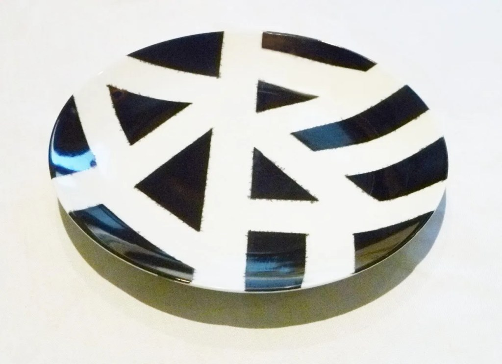 DIY Sharpie Plate -- A homemade decorated plate that's so simple to make. | thishappymommy.com