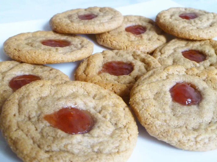 Easy Peanut Butter and Jelly Cookies -- With a pop of peanut butter and jelly flavour, these quick and easy cookies are ready in only 15 minutes. | thishappymommy.com
