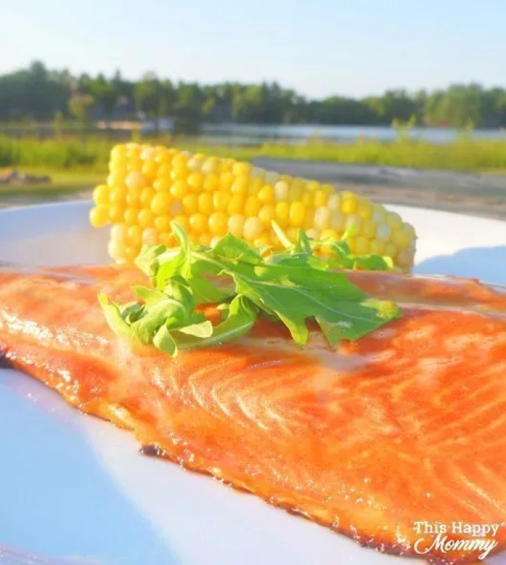 Looking for a simply delicious meal? With only four ingredients, Honey Mustard Salmon is a quick andeasymeal that'ssure to impress. | easy fish recipe | healthy fish recipes | oven baked salmon | simple honey mustard salmon recipe | quick and easy baked salmon recipe | #fish #salmon #bakedsalmon #dinner #healthydinner | thishappymommy.com
