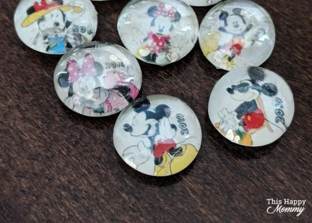 A holiday can be the perfect getaway from everyday life. To add a little magic, we exchanged gifts with other families. We made Disney Cruise Hidden Mickey Fish Extender Magnets.