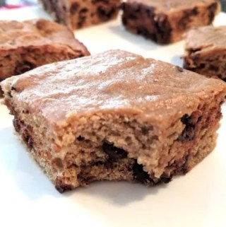 Take a bite out of this blondie! Chewy, chocolatey and filled with cinnamon vanilla batter, you'll want to make Cinnamon Chocolate Chip Blondies again and again.