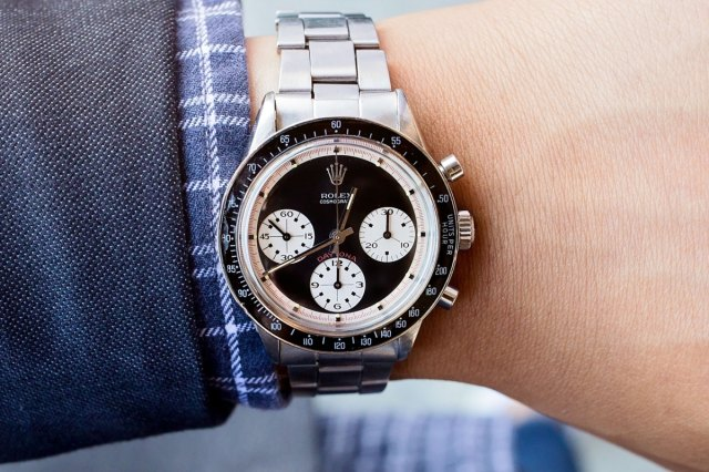 Woman finds rare $250,000 Rolex beneath her $25 thrift store couch cushions