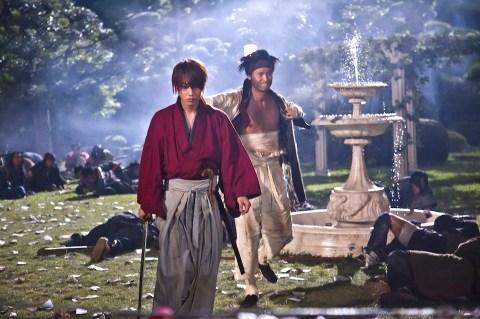 Kenshin and Sano decimate Kanryu's army
