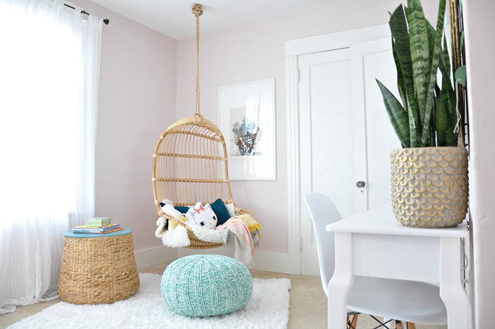 girl-room-hanging-chair-pouf