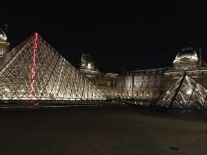 plaza de las piramides del Louvre