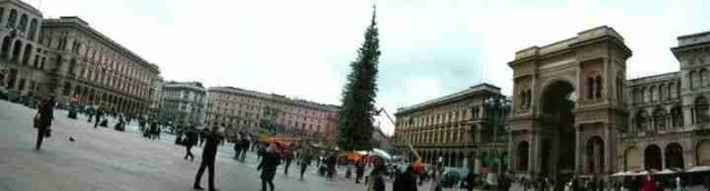 plaza del Duomo con preparativos navideños
