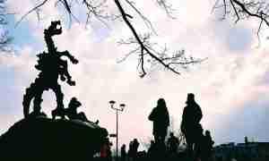 Junto al dragón del castillo de Wawel