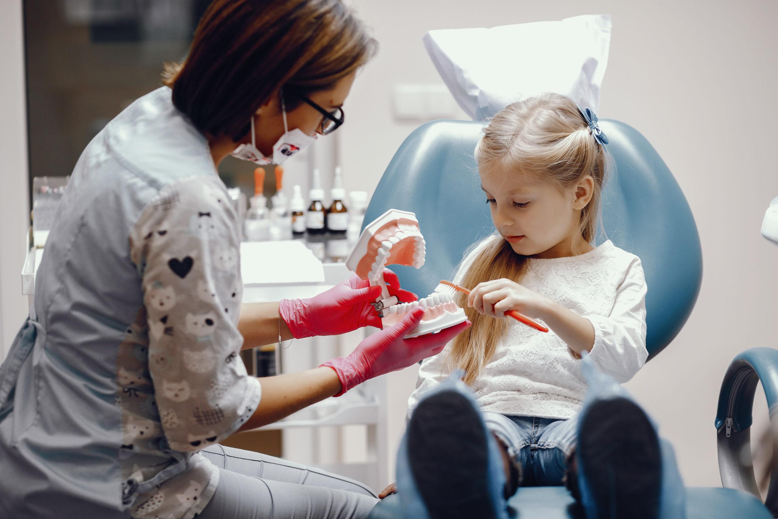 Πρώτη φορά στον οδοντίατρο με το παιδί μας – Thisisus.gr