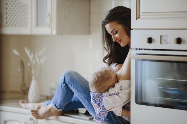 Όλα όσα πρέπει να γνωρίζετε : διατροφή και θηλασμός – Thisisus.gr