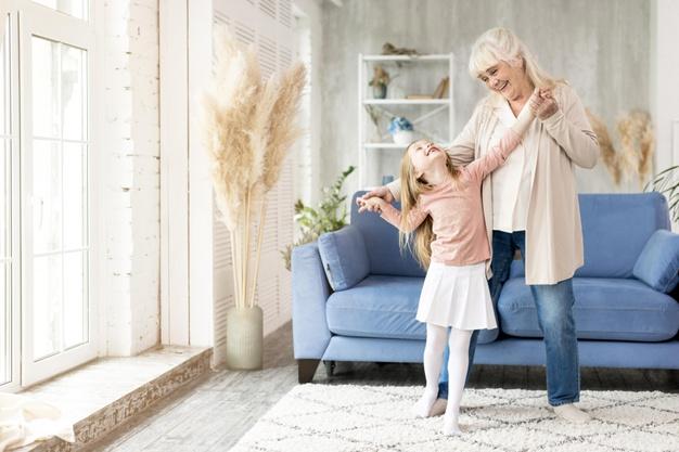 Η ευλογία του να μεγαλώνεις με την γιαγιά και τον παππού – Thisisus.gr