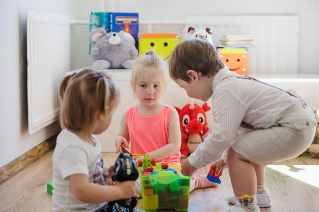 Πώς να μάθετε στα παιδιά σας να μοιράζονται – Thisisus.gr