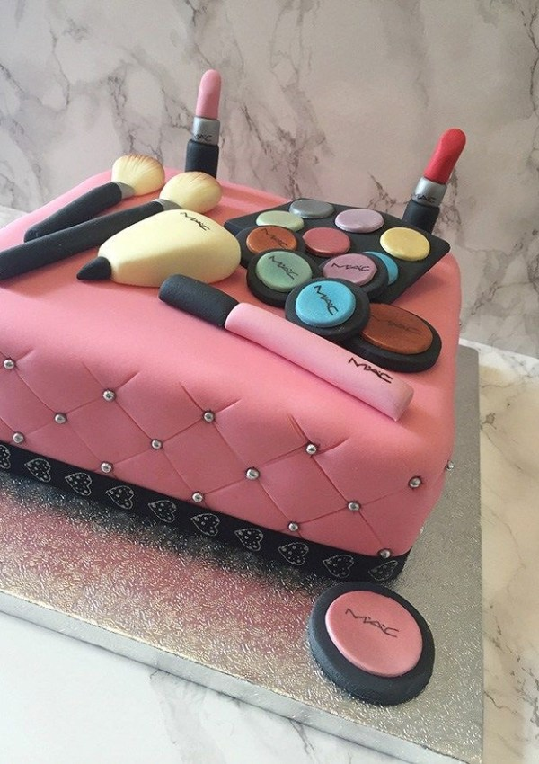 CAKE CLUB | HOW TO CREATE A SUPER SIMPLE QUILTED EFFECT CAKE