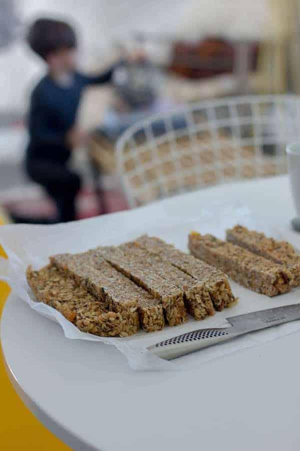 Homemade Energy Bars recipe by @beardandbonnet on www.beardandbonnet.com