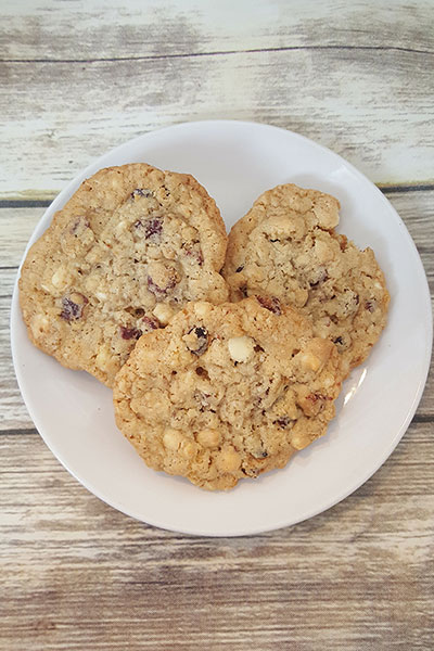 white chocolate chip cranberry oatmeal cookie