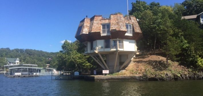 Lake of the Ozarks Lodging Pedestal House