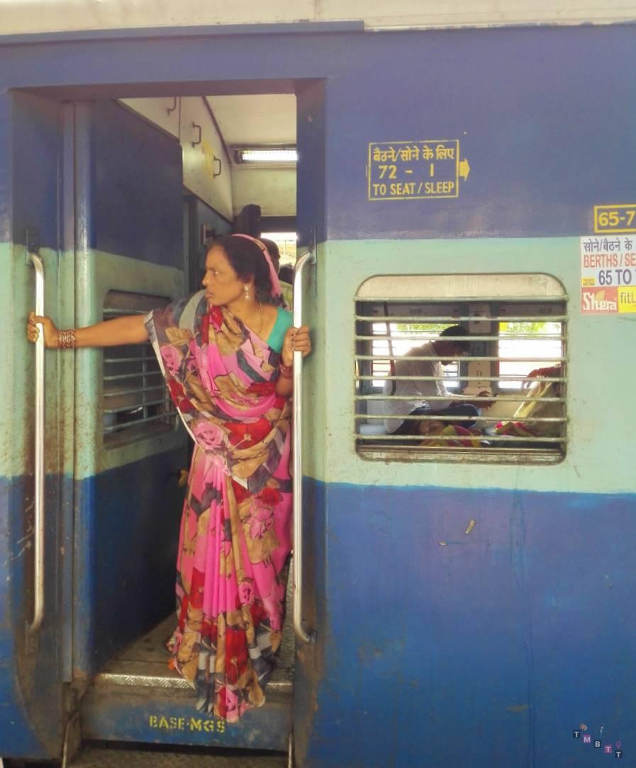 Signora indiana treno satna varanasi