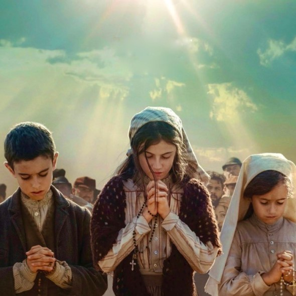 Fatima miracle children praying