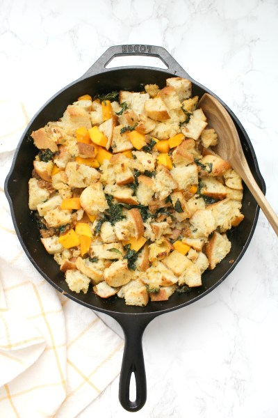 Make this Thanksgiving one to remember with thisVegan Sausage Kale Skillet Dressing. Filled with wilted kale, butternut squash and zesty vegan Italian sausage | ThisSavoryVegan.com #thissavoryvegan #veganthanksgiving #thanksgiving