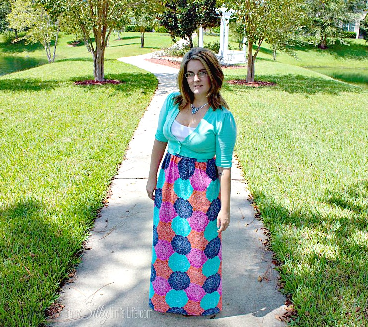 DIY Maxi Dress from https://ThisSillyGirlsLife.com/2013/09/diy-maxi-dress/ #DIY #MaxiDress #Dress #Floral #Sewing