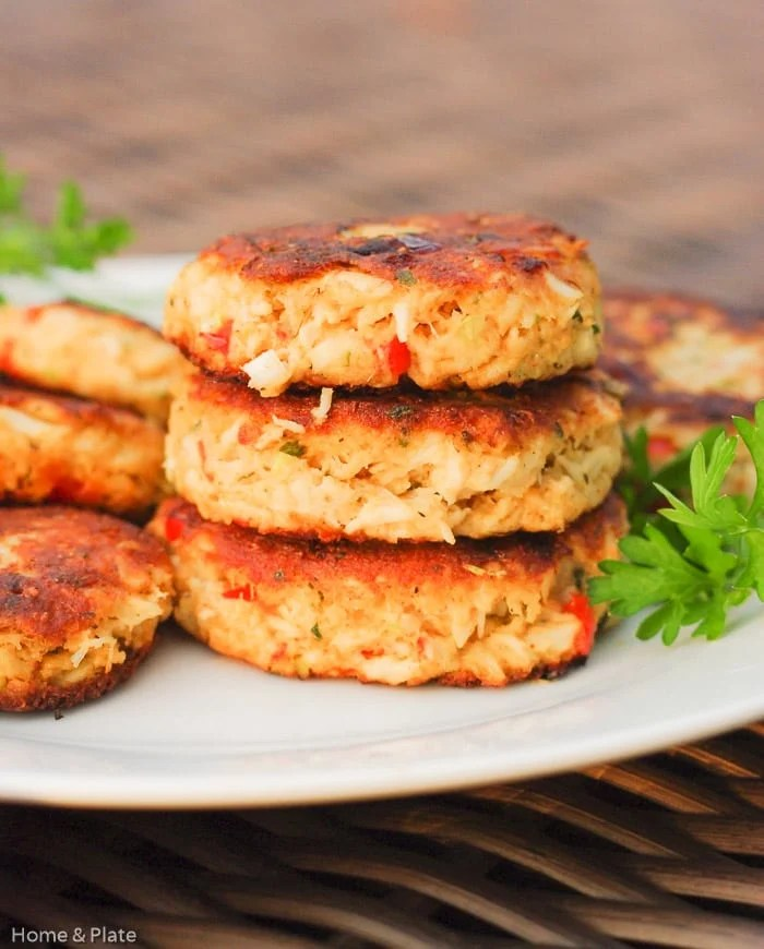 classic-old-bay-crabcakes-roasted-red-peppers-2