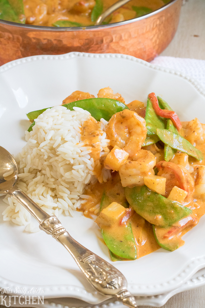 30 Minute Shrimp Coconut Curry, a quick and easy curry using shrimp, coconut milk and veggies! from ThisSillyGirlsKitchen.com #RiceMonthwithMinute AD