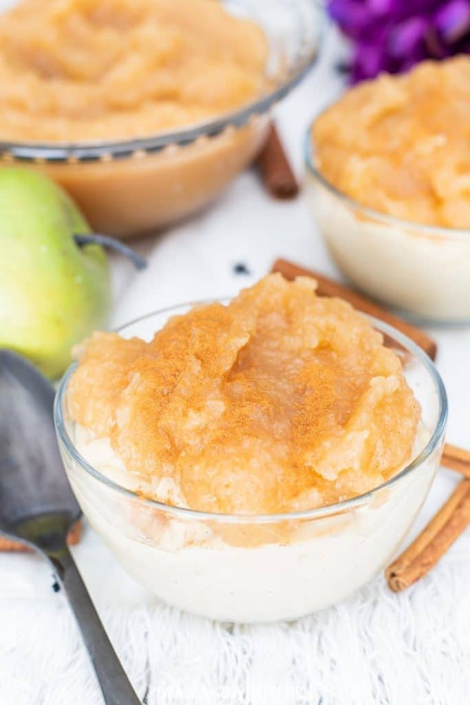 Caramel Apple Pudding Cups, creamy caramel pudding topped with homemade cinnamon applesauce. #recipe from thissillygirlskitchen.com #caramelpudding  #applesauce #puddingcups